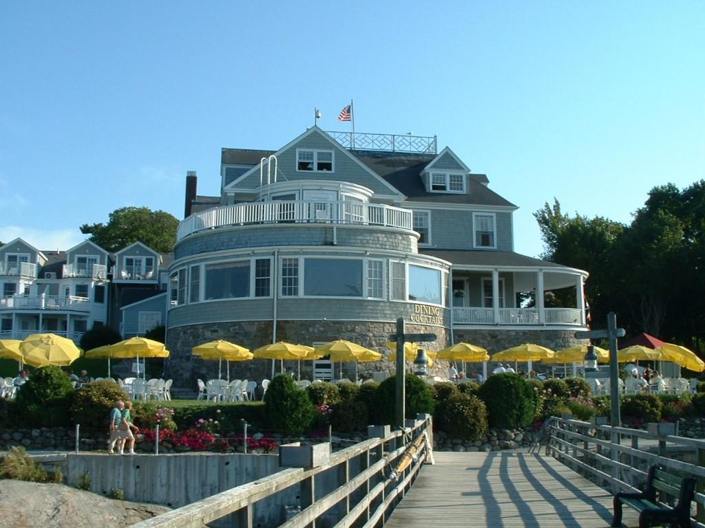 Bar Harbor Inn An Insution In Town It S A Little Like The Hotel Del Coronado San Go Area
