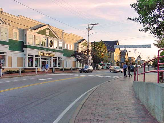 Interactive street map to Freeport Maine Outlets in Freeport ME This charming little town is home to needloanbadcredit.cf's flagship store, as well as other specialty stores and name brand outlets. Shop in a picturesque outdoor setting.